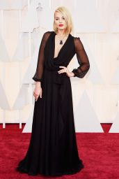 Margot Robbie – 2015 Oscars Red Carpet in Hollywood