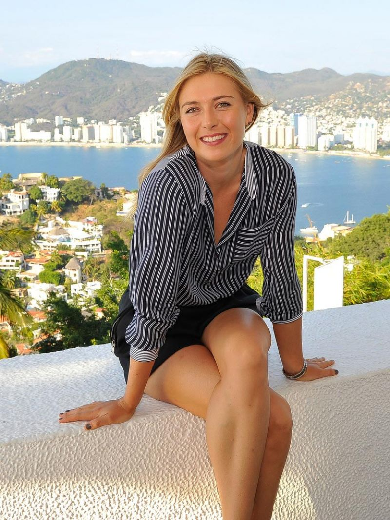 Maria Sharapova Pics - Sightseeing in Acapulco, February 2015