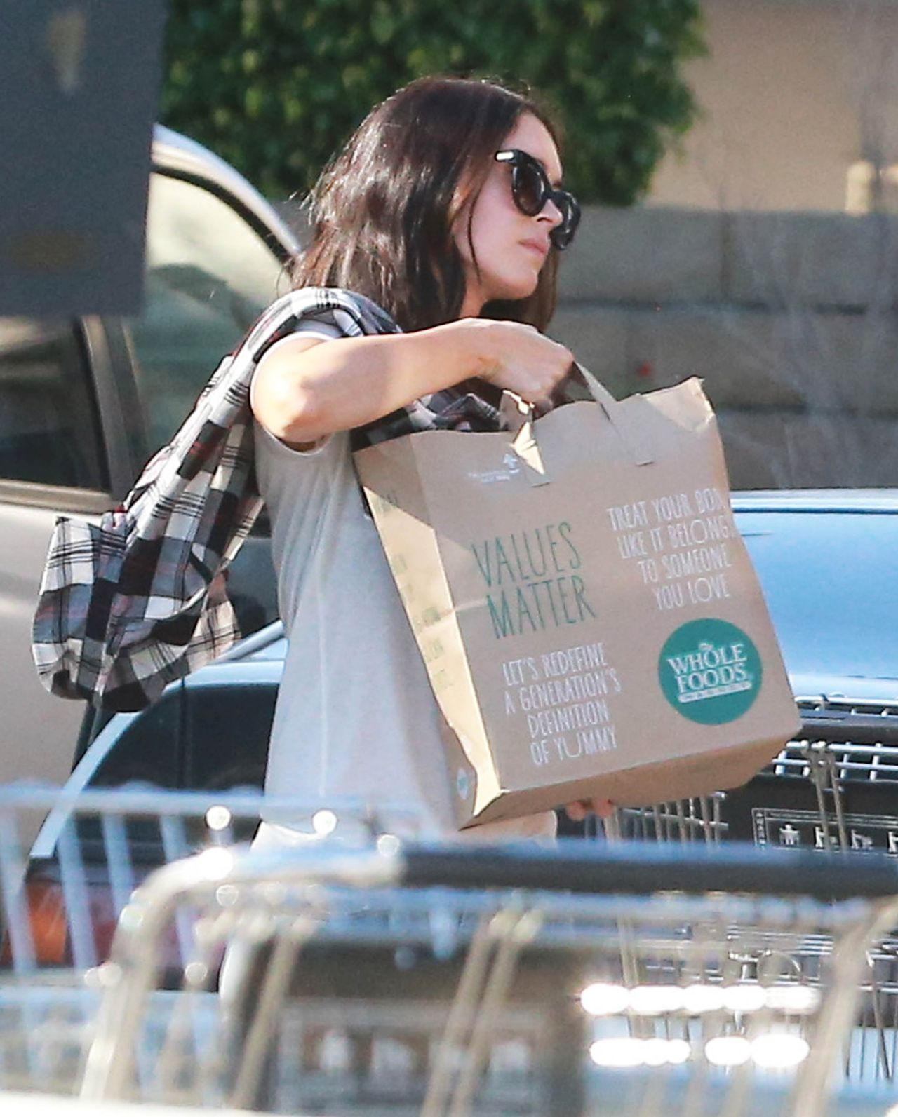 Megan Fox Booty in Jeans - Shopping at Whole Foods in Studio