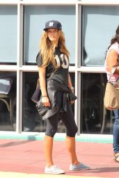 Nina Agdal Casual Style - Out in Miami, January 2015
