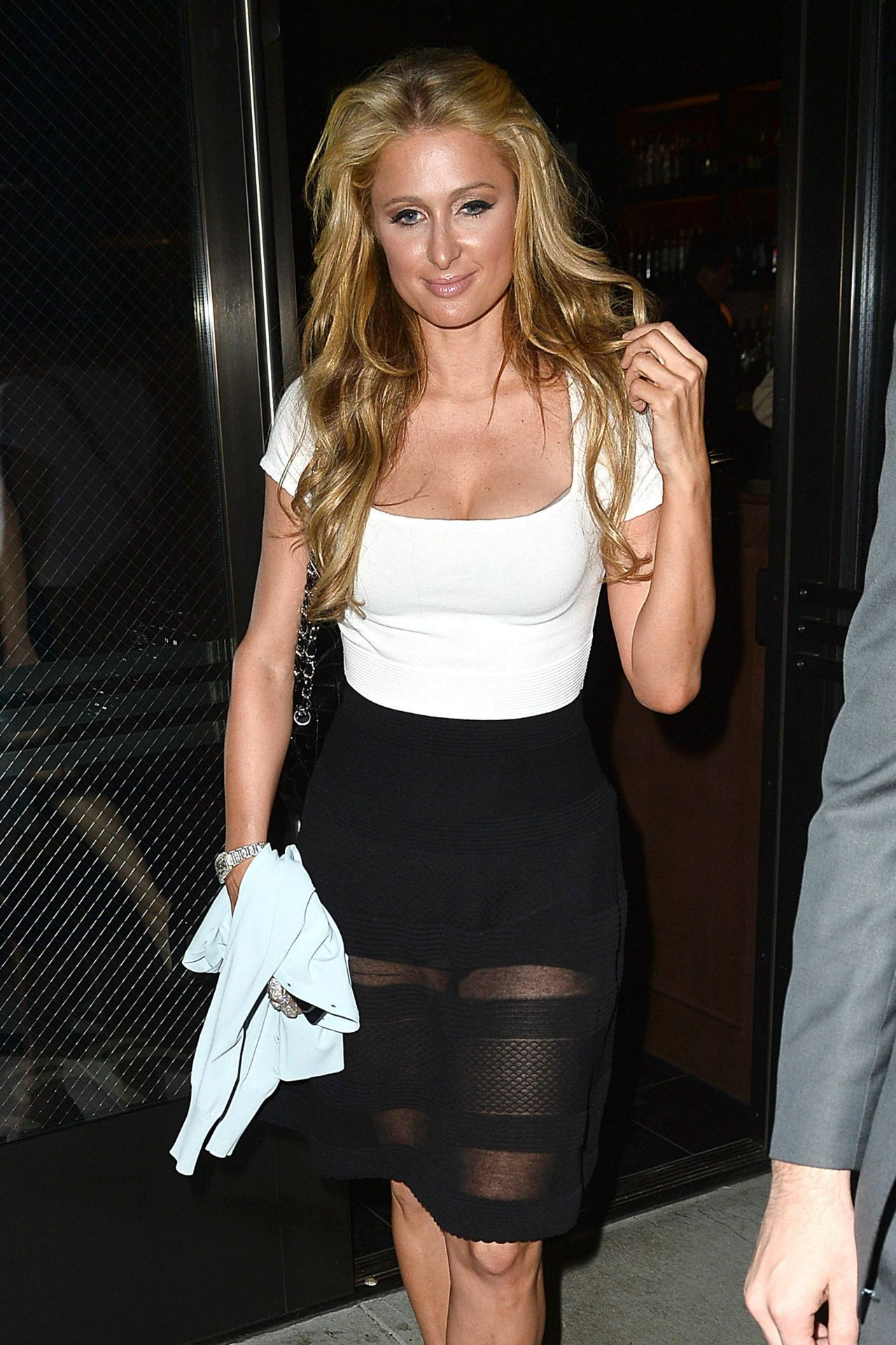 Paris Hilton Night Out Style – Leaves The Palm Restaurant in Los ... Paris Hilton