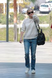 Reese Witherspoon - Shopping Trip With a Girlfriend in Los Angeles, Feb. 2015