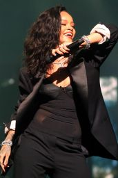 Rihanna - DirecTV Super Saturday Night in Glendale, January 2015