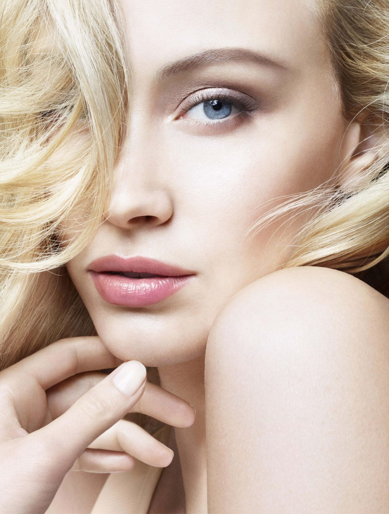 Sarah Gadon - Photoshoot for Giorgio Armani Beauty (2015)