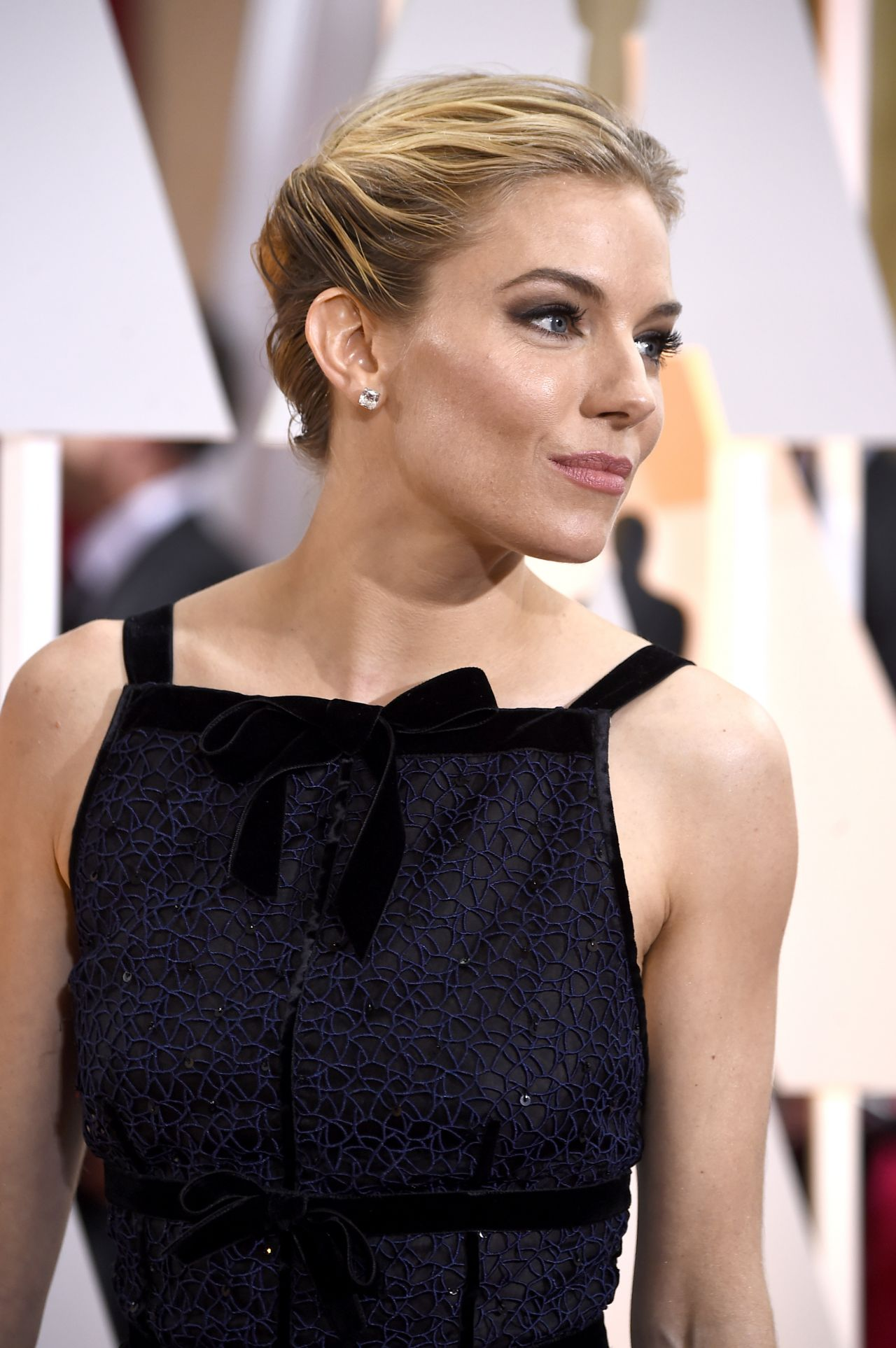 Sienna Miller 2015 Oscars Red Carpet In Hollywood