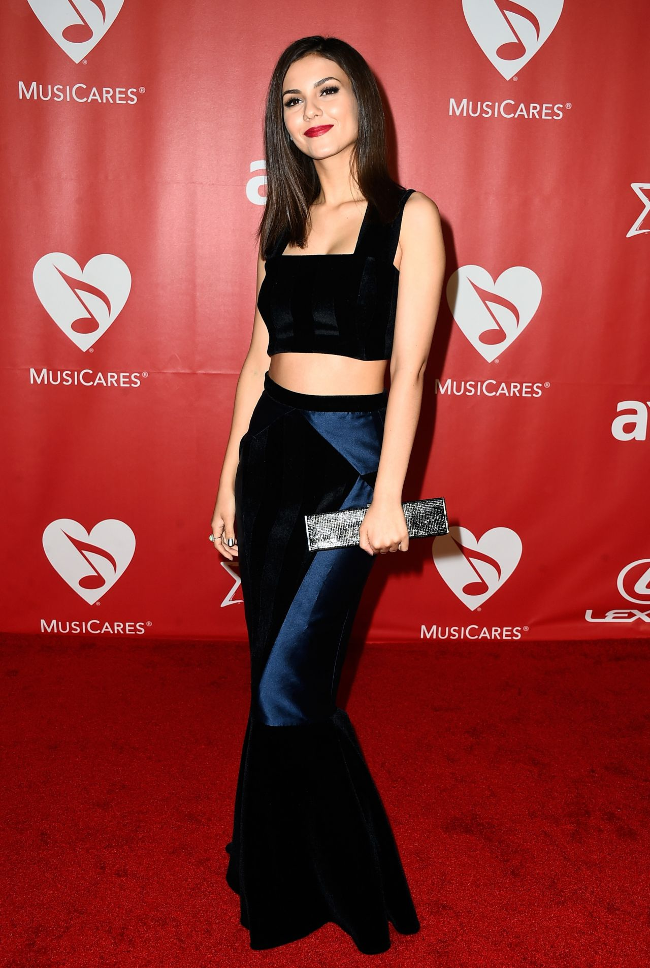 Victoria justice celebrity hairstyles