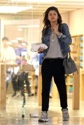 Zendaya Casual Style - Shopping at the Apple Store in Beverly Hills
