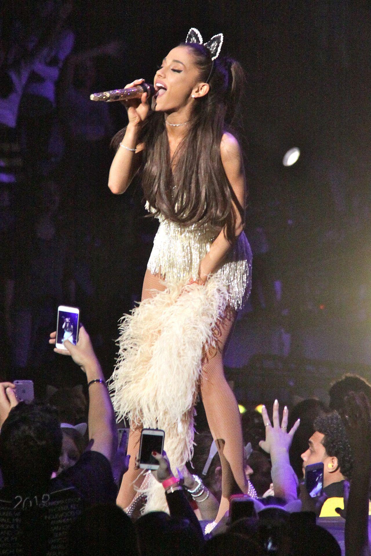 Ariana Grande Performing and Falling in Toronto, March 2015 джастин бибер фильм