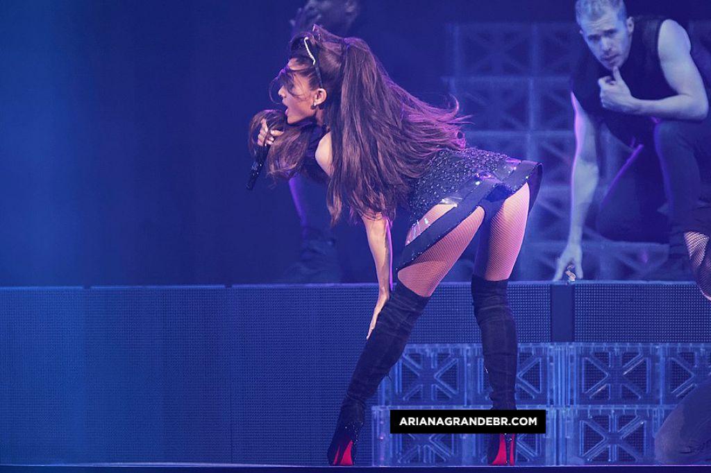 Ariana grande sexy gif