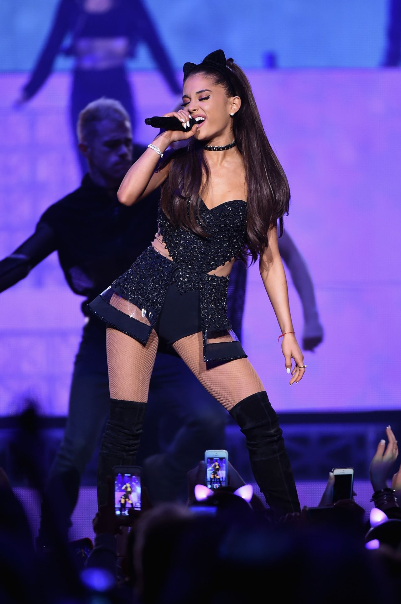 Ariana grande performs at the honeymoon tour madison - Ariana grande concert madison square garden ...
