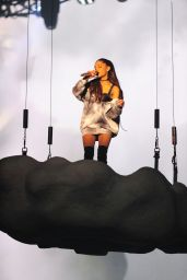 Ariana Grande Performs at The Honeymoon Tour, Rosemont March 2015