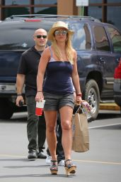 Britney Spears - Shopping in Hawaii, March 2015