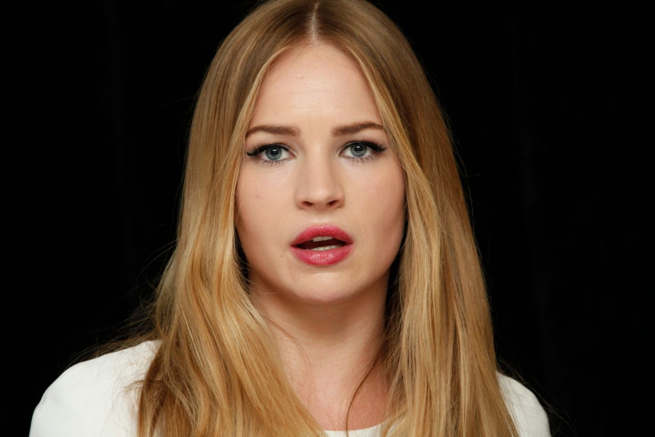 Britt Robertson - The Longest Ride Press Conference in New ... Hilary Duff Cast