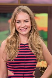 Britt Robertson - Univision