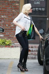Gwen Stefani - Acupuncture Clinic in Los Angeles, March 2015