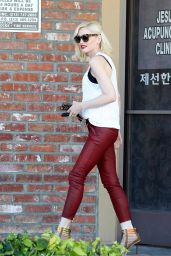 Gwen Stefani - Arriving to Her Acupuncture Clinic In Los Angeles , March 2015
