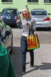Gwen Stefani Casual Style - Out in Los Angeles, March 2015