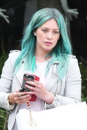 hilary-duff-shows-off-her-new-blue-hair-leaving-nine-zero-one-salon-in-west-hollywood-march-2015_1