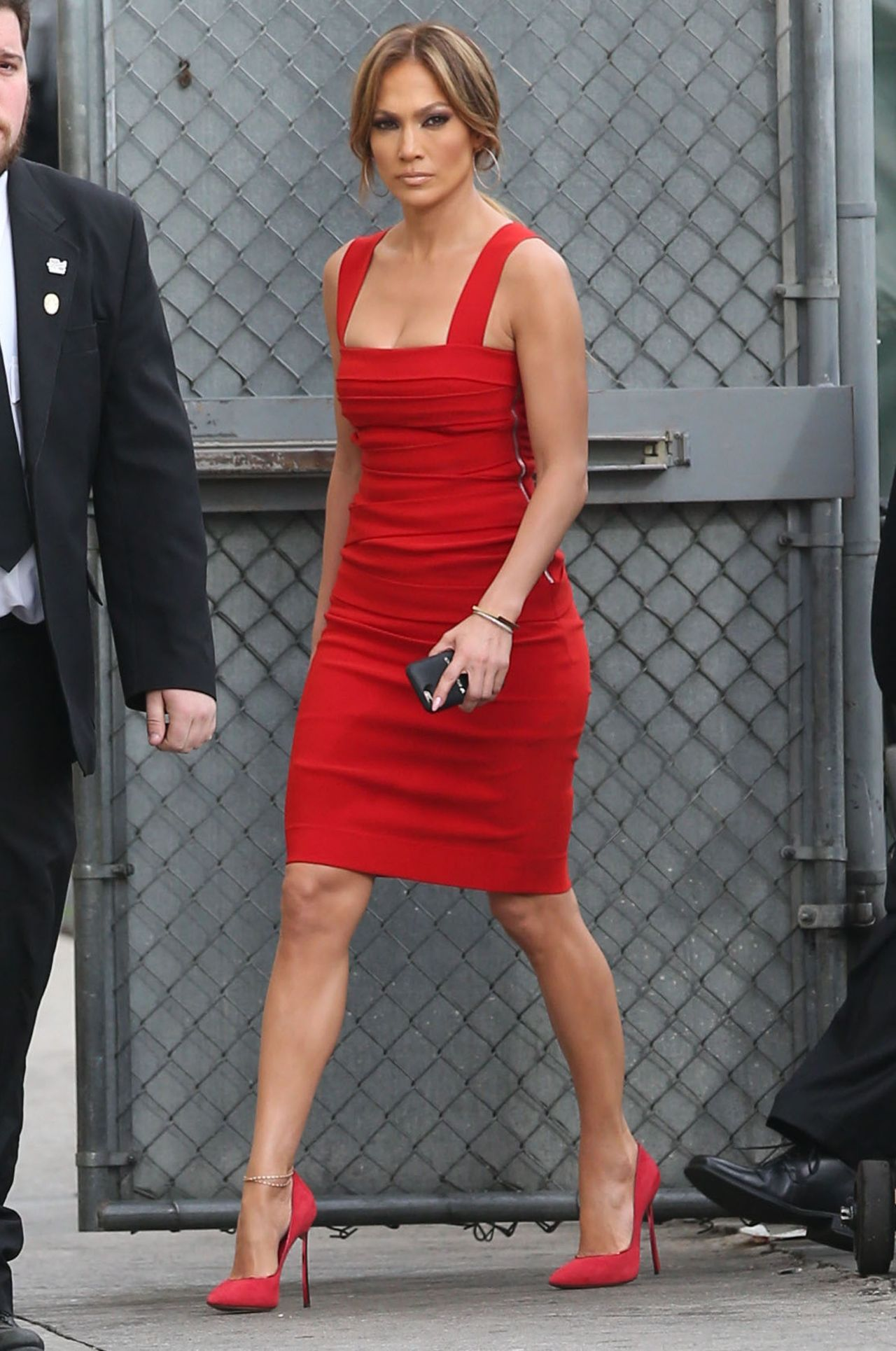 Jennifer lopez in red dress arriving to appear on jimmy Where does jennifer lopez live