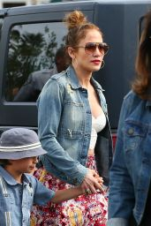 Jennifer Lopez - Shopping at Calabasas Commons - March 2015