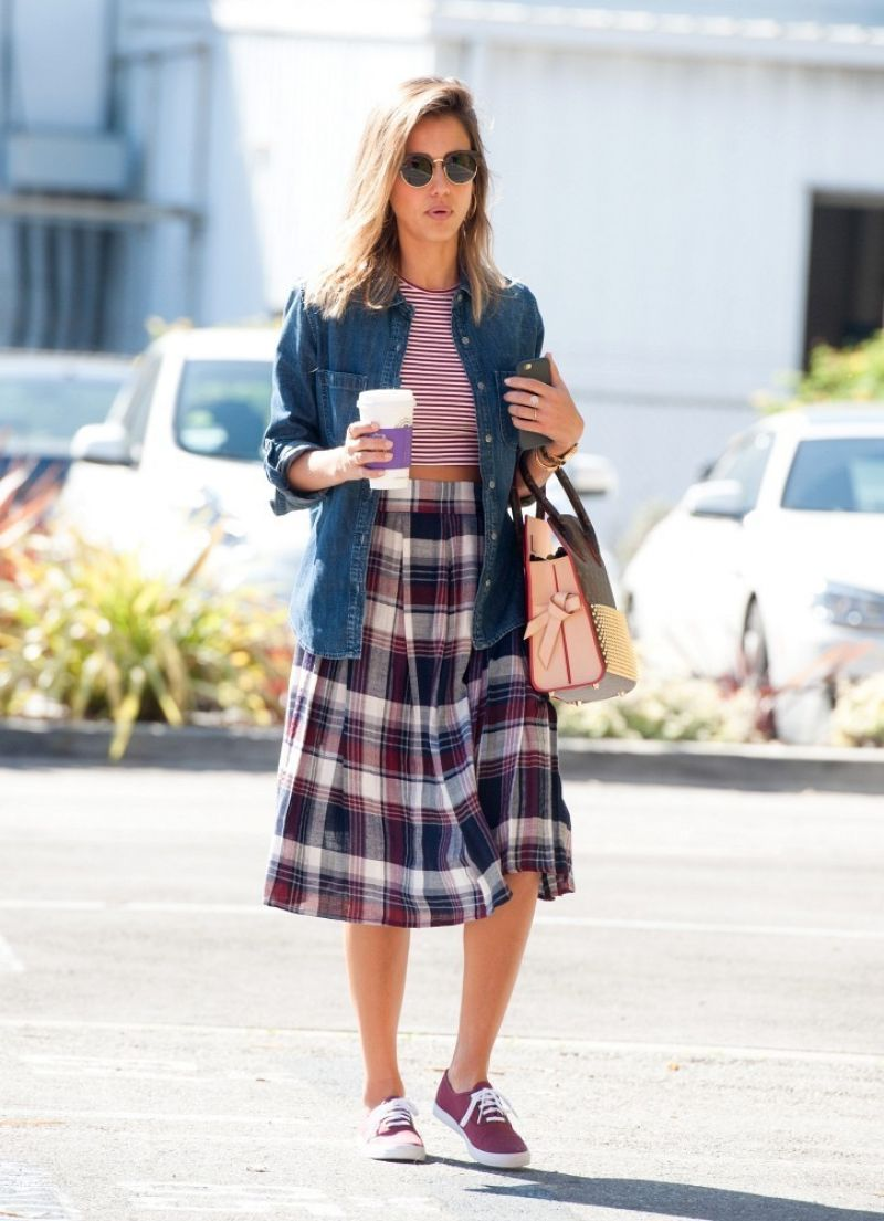 Jessica Alba Street Style - Out in Santa Monica, March 2015