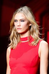 Karlie Kloss - Versace Fashion Show Runaway - Milan Fashion Week Autumn/Winter 2015