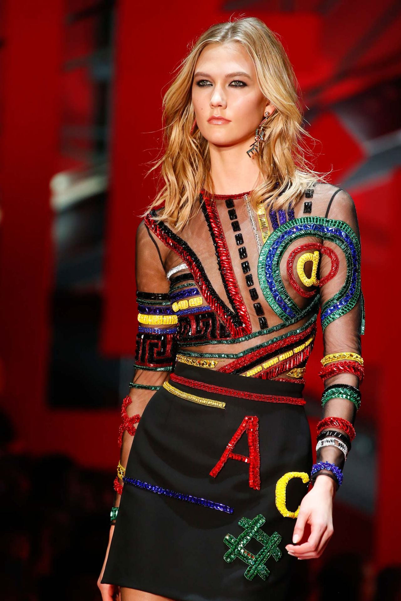Karlie Kloss - Versace Fashion Show Runaway