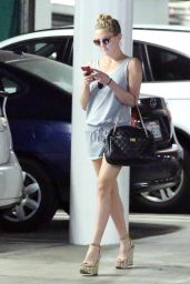 Kate Hudson Leggy in Shorts - Leaving a Medical Building in Beverly Hills, March 2015