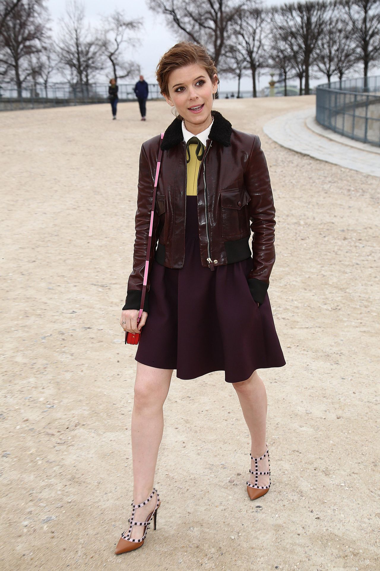 Kate Mara 2015 Celebrity Photos Style Goes To Valentino Fashion Show In Paris March