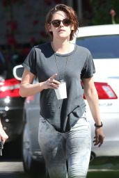 Kristen Stewart - Out for Coffee in Los Angeles, March 2015