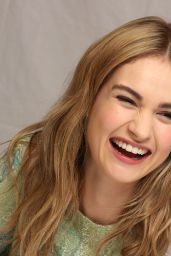 Lily James -