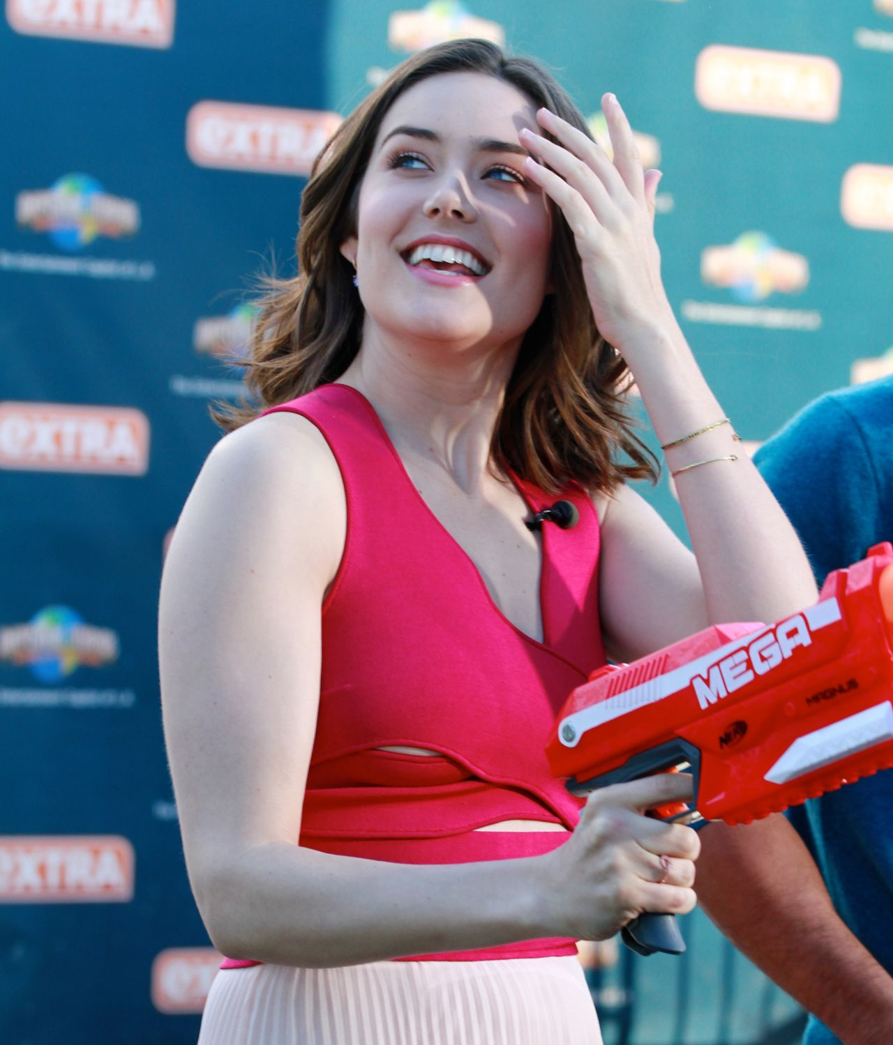 Megan Boone - On The Set Of Extra In Universal City -3304