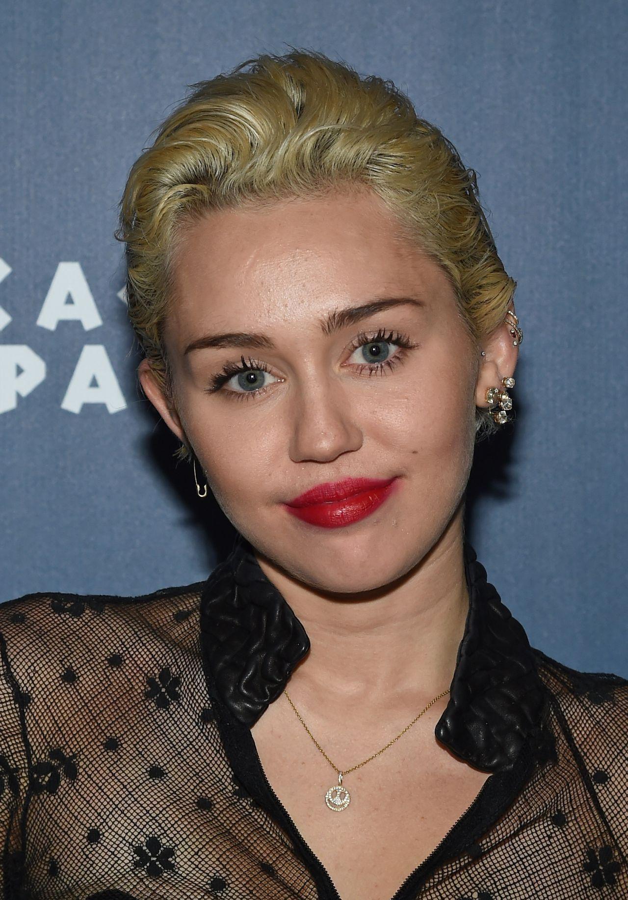 Miley Cyrus - Omnia Nightclub at Caesars Palace in Las ... Miley Cyrus