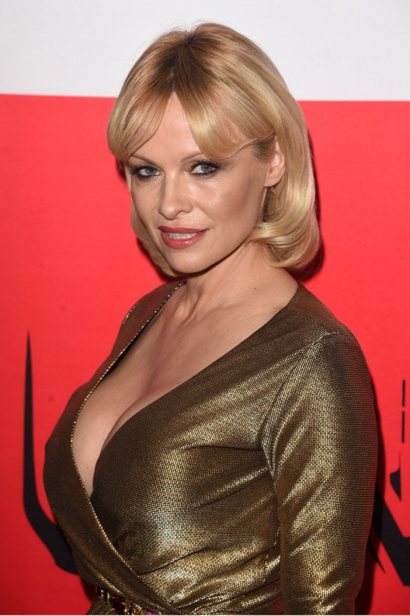Pamela Anderson Red Carpet Pics The Gunman Premiere In Los Angeles