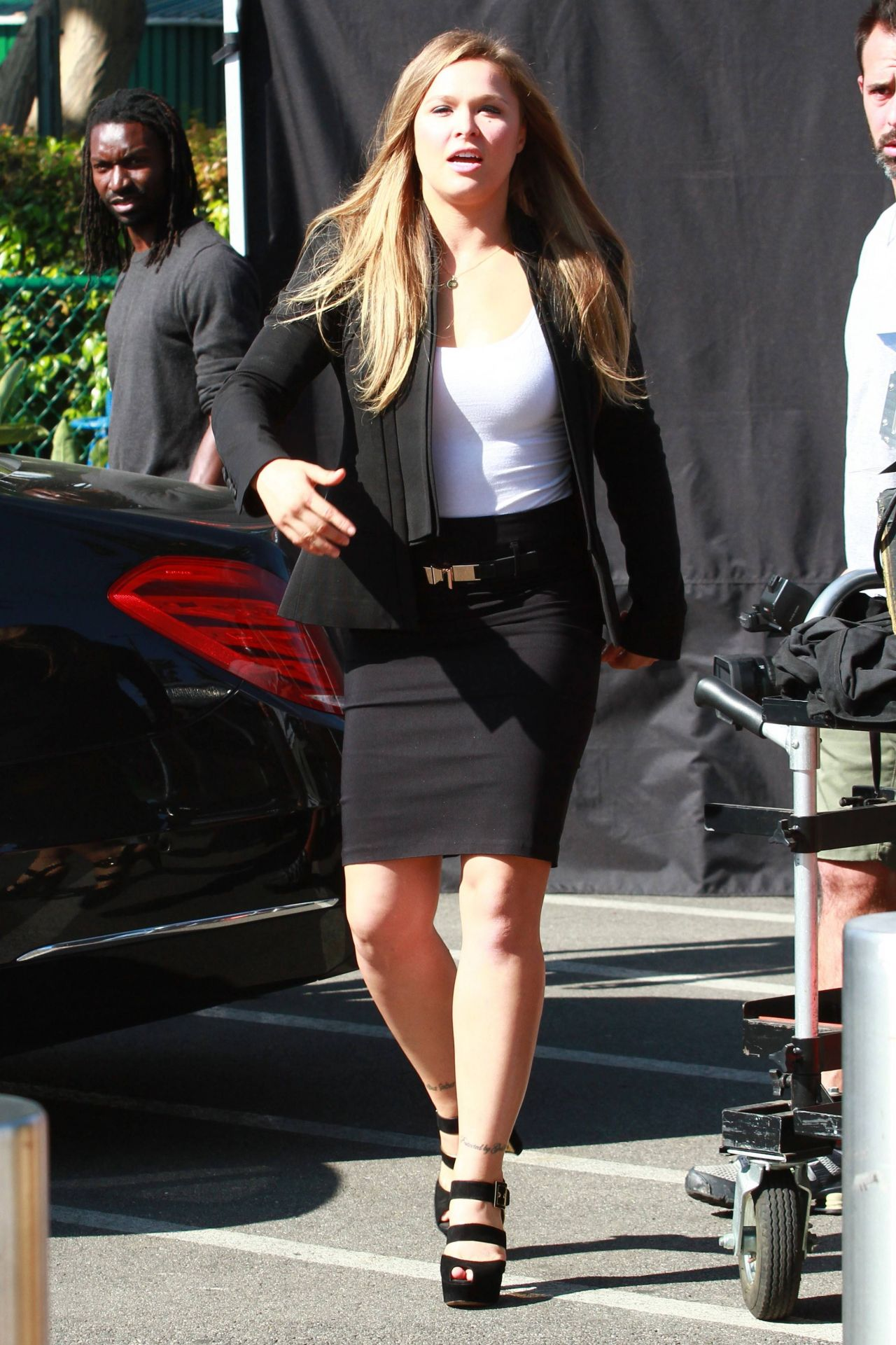 Sofia Richie I >> Ronda Rousey on the Set of 'Extra' in Los Angeles, March 2015