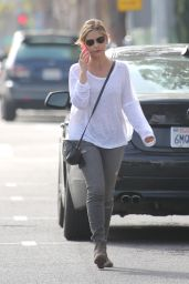 Sarah Michelle Gellar Casual Style - Out in Santa Monica, March 2015