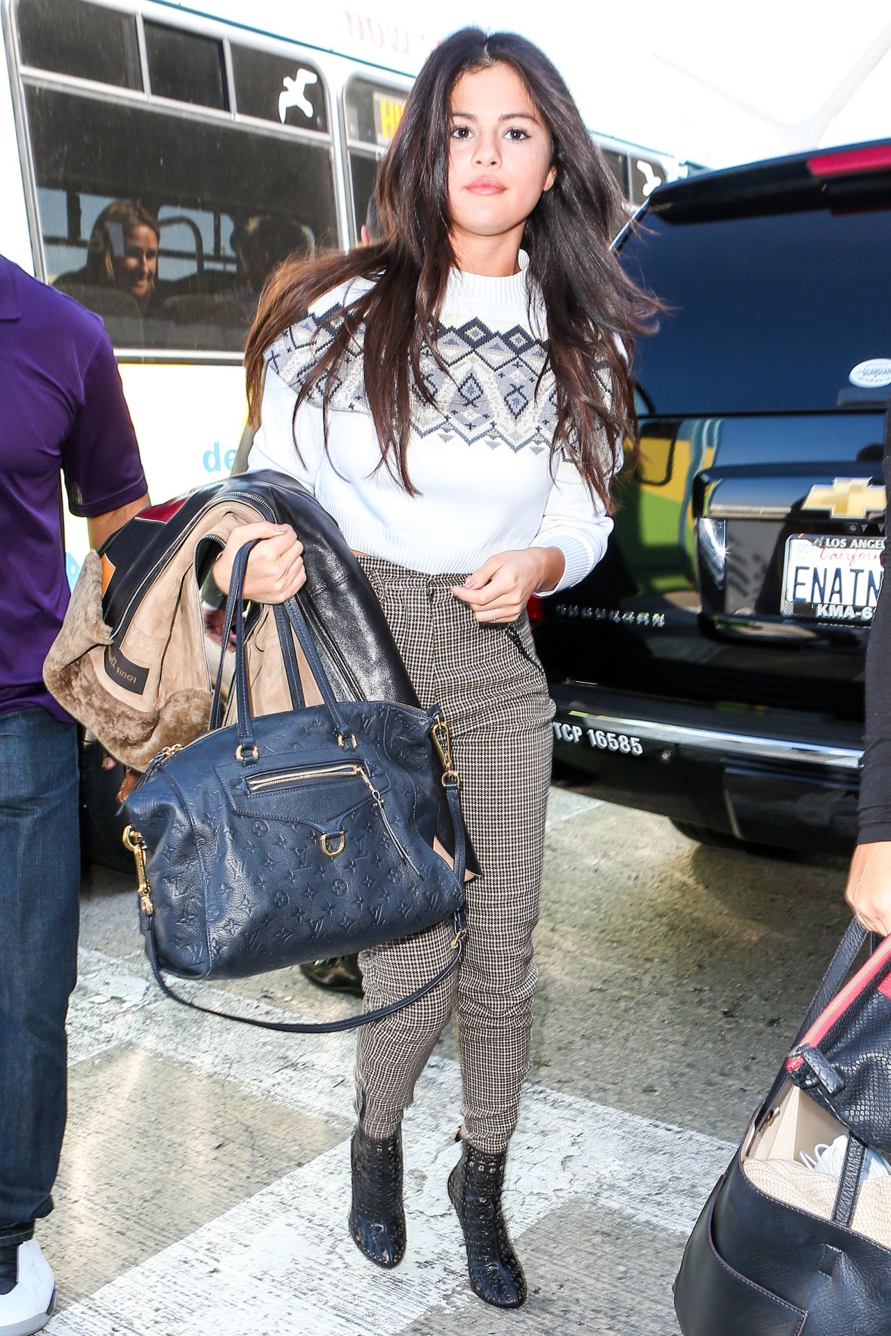 Selena Gomez 2015 Celebrity Photos Casual Style Departing On A Flight At Lax Airport In Los