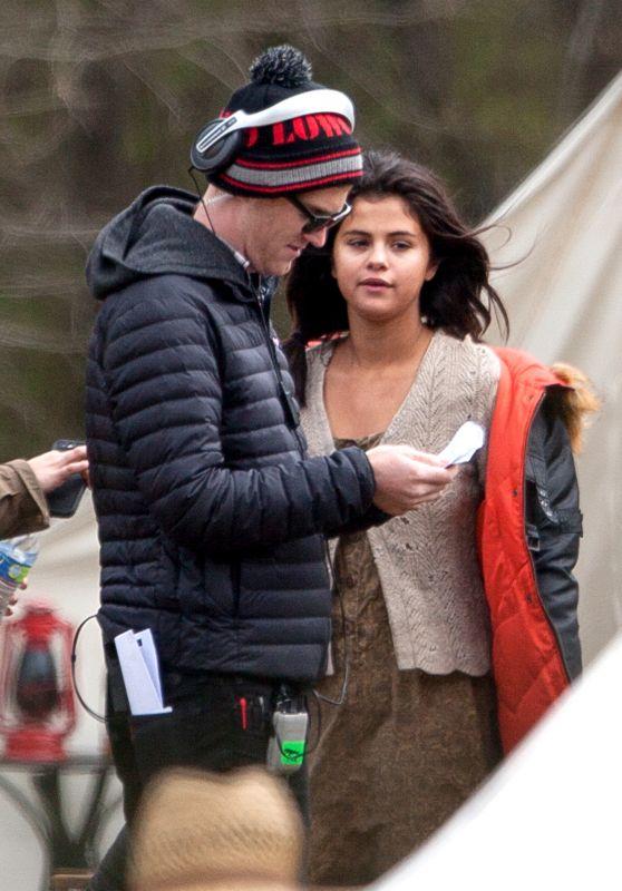 Selena Gomez - Set of