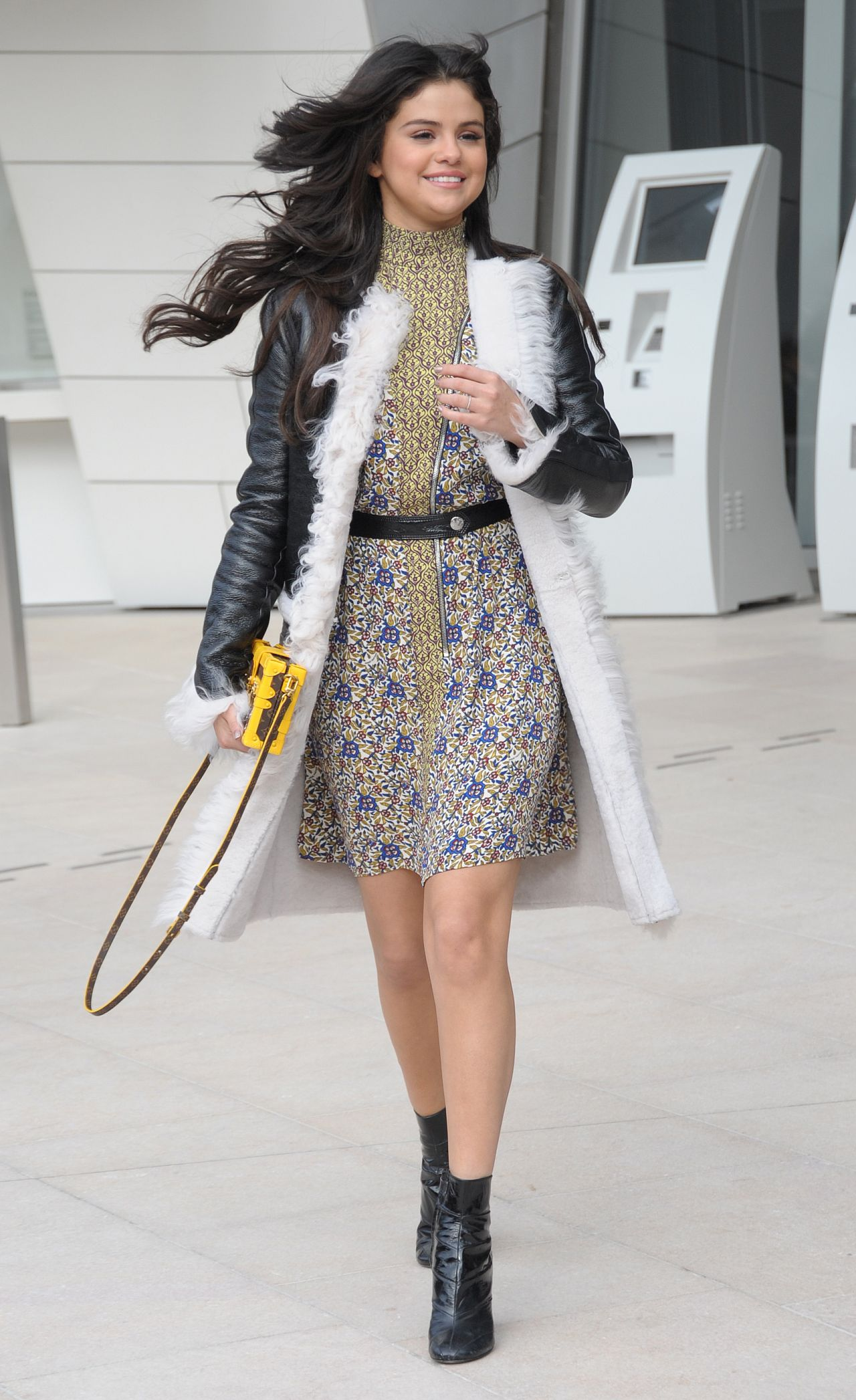 Selena Gomez Style Louis Vuitton Fashion Show In Paris March 2015