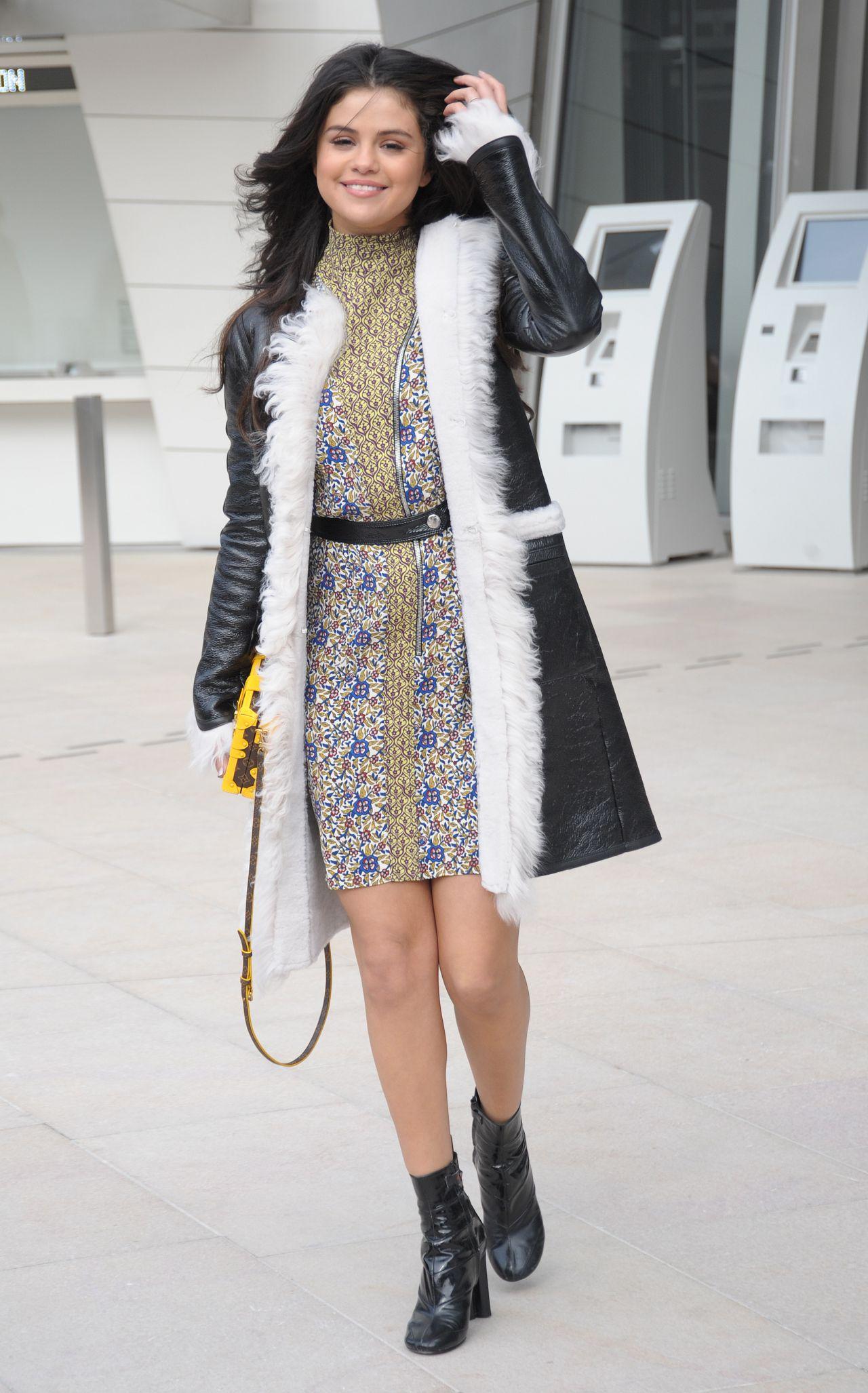 Selena Gomez Style Louis Vuitton Fashion Show In Paris March 2015