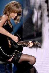 Taylor Swift Performs at 2015 iHeartRadio Music Awards in Los Angeles