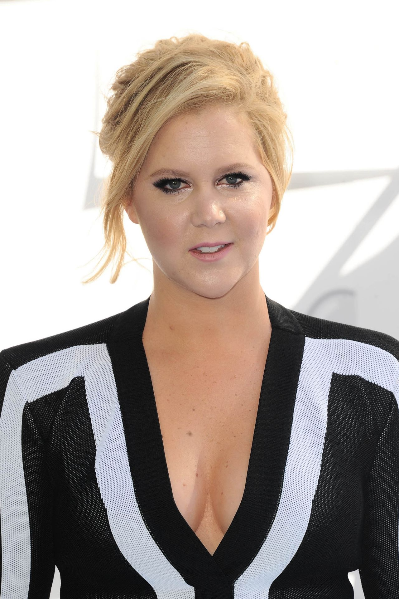 Amy Schumer 2015 Mtv Movie Awards In Los Angeles