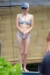 Anna Faris - Wearing a Bikini on Vacation in Hawaii, April 2015