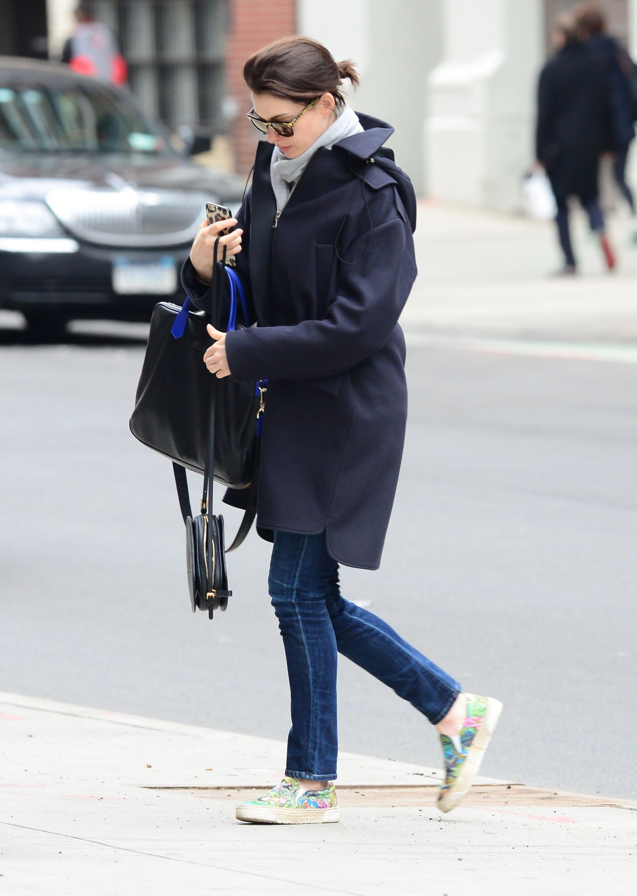 Anne Hathaway Street Style Out In New York City September 2014 Anne ...