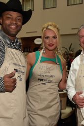 Brooke Hogan -  2015 Waiting for Wishes Celebrity Waiters Dinner in Nashville