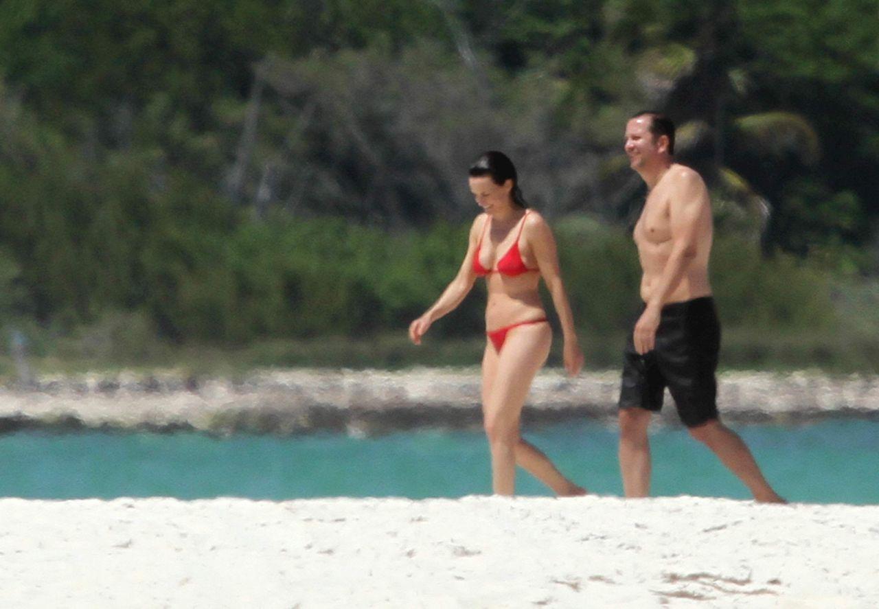 carla gugino bikini