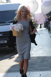Chloe Sims - Arrives at Her Beauty Bar With Balloons for Her Daughter Birthday, London, April 2015
