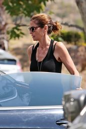 Cindy Crawford - Walking Back to Her Car After a Meeting in Malibu