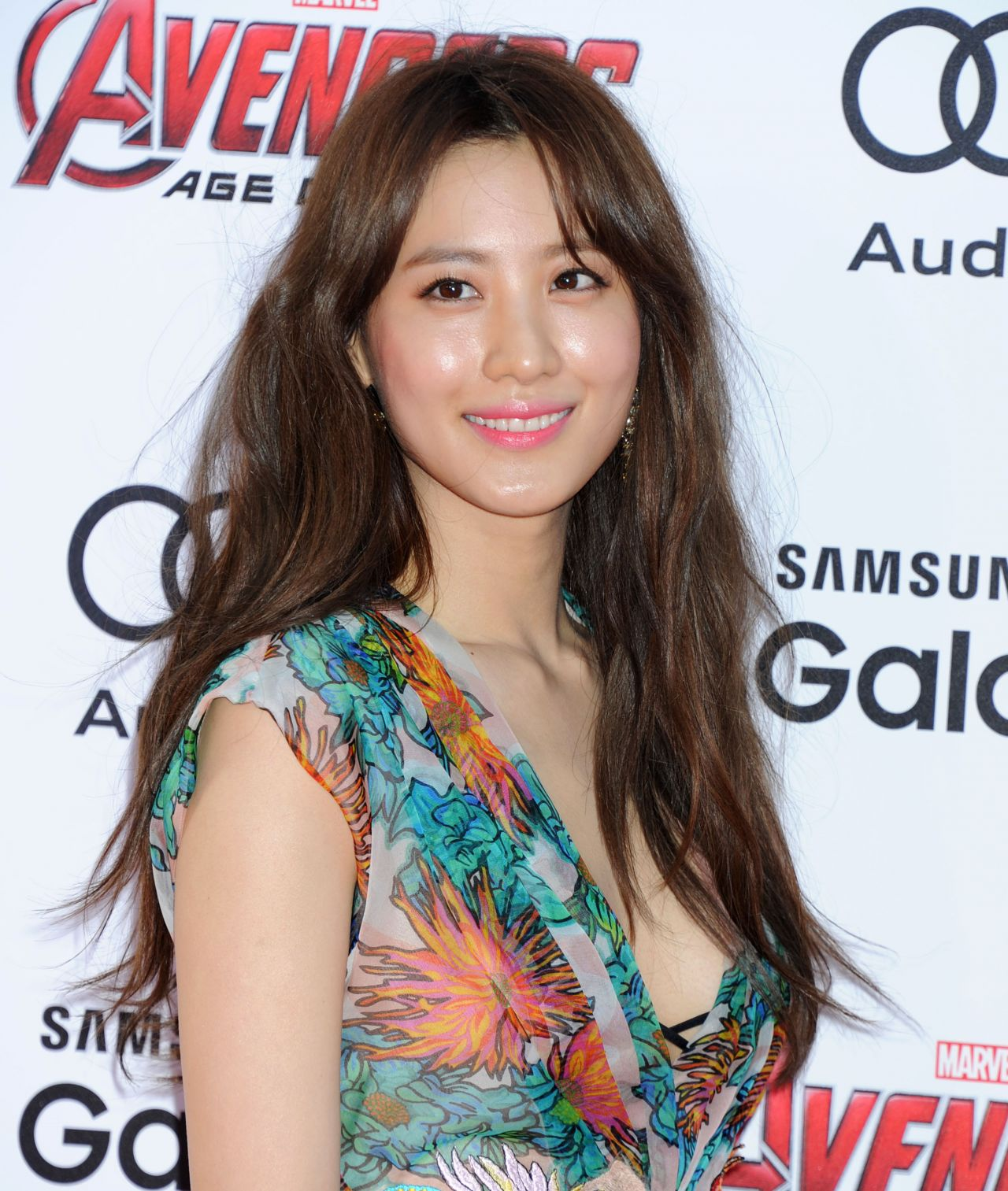 claudia kim avengers age of ultron premiere in hollywood. Black Bedroom Furniture Sets. Home Design Ideas