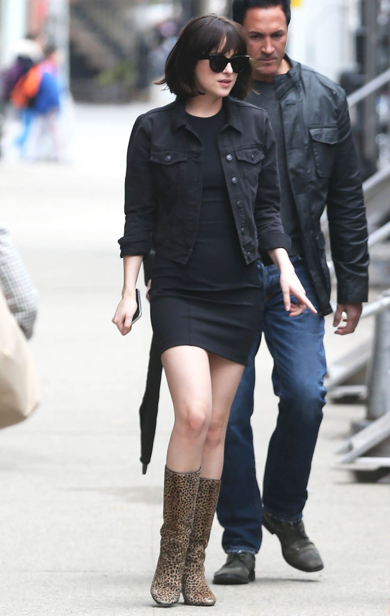 Dakota Johnson '� Arriving On Set Of 'how To Be Single' In Nyc